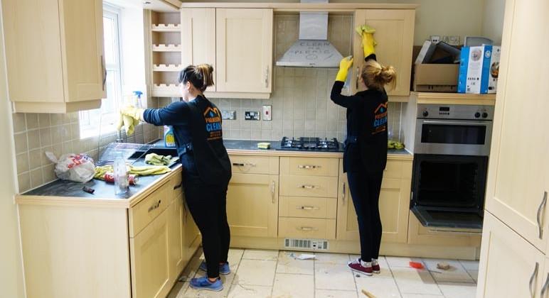 تنظيف مطابخ وإزالة الدهون في عجمان